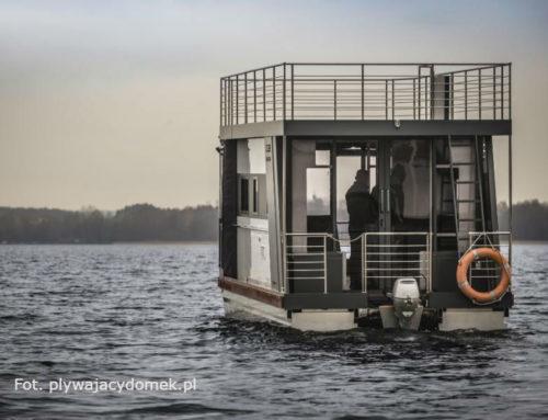 Transport + hotel = houseboat